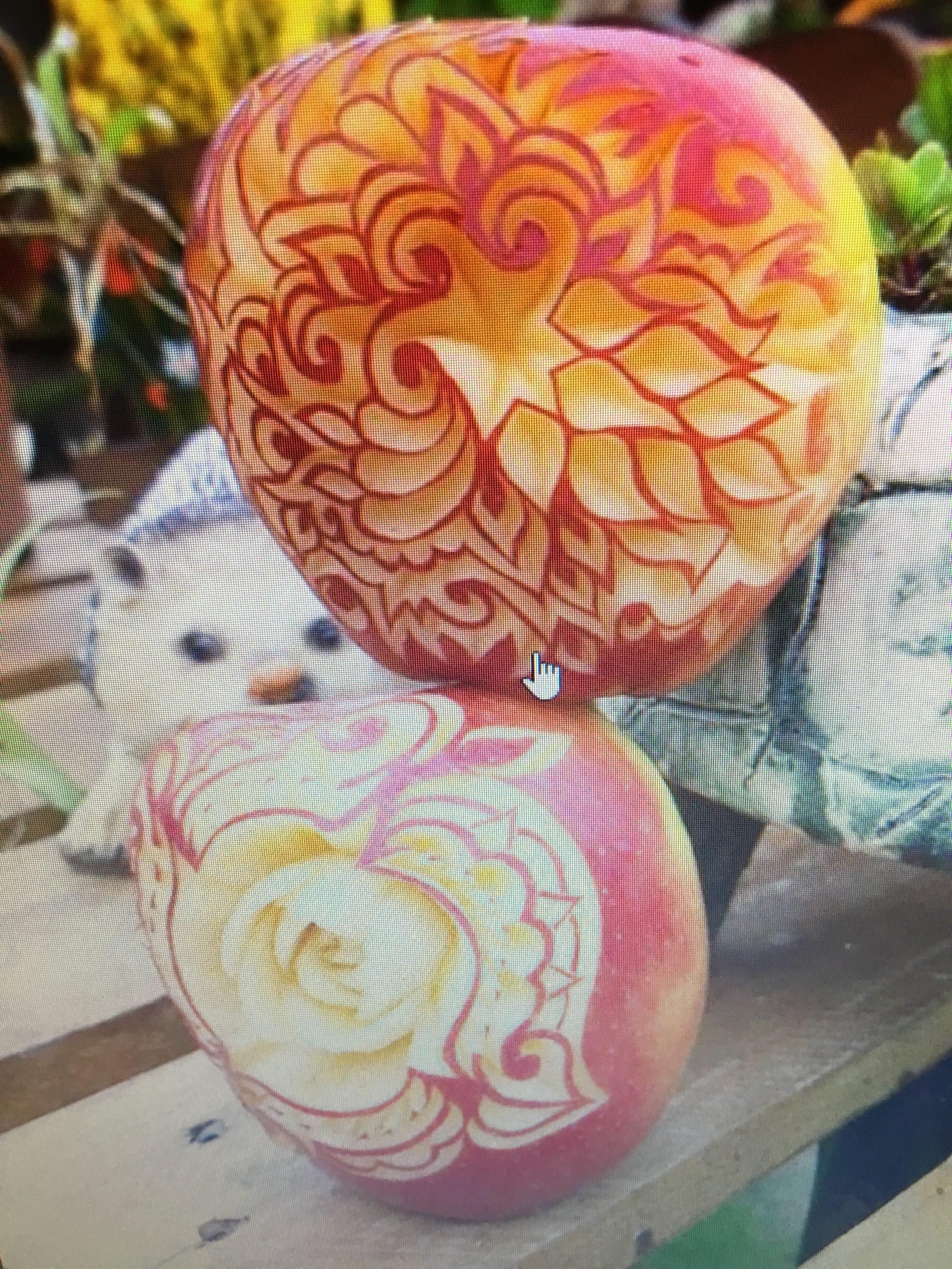 Sculpture sur Pomme